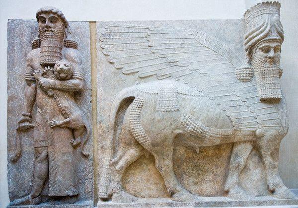Fabuleux statues monumentales assyriennes de taureaux ailés à tête d'homme  WZ64