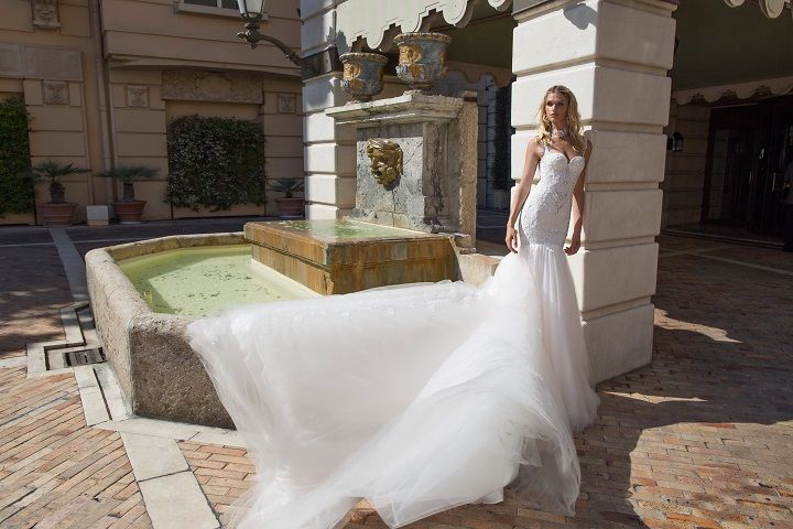 Fit and Flare wedding dress | fabmood.com #weddingdress #weddingdresses #bridalgown #weddinggown #weddinggowns