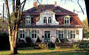 Mansardwalmdach eines Wohnhauses in Sputendorf, Potsdam-Mittelmark #hausdekoeingangsbereichaussen