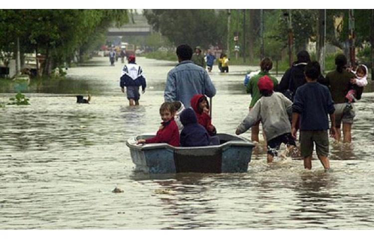Inundaciones en los departamentos norteños de Paysandú, Salto y Artigas, Uruguay, dic 2015. Redes Sociales