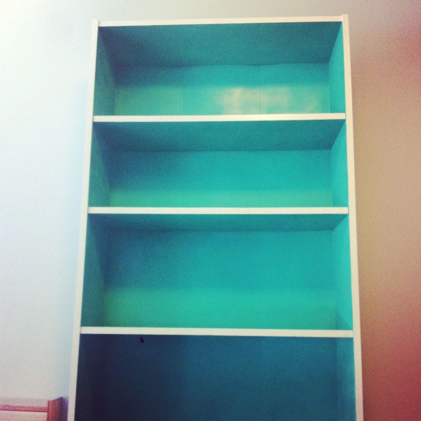 spray painted bookshelf using krylon 39 s sea glass paint. Black Bedroom Furniture Sets. Home Design Ideas
