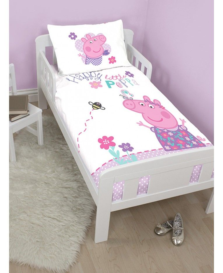 This Official Junior Bedding Set Is A Must For Young Peppa Pig Fans The Adorable Design Features Pe Toddler Bedroom Girl Baby Girl Bedroom Toddler Duvet Cover