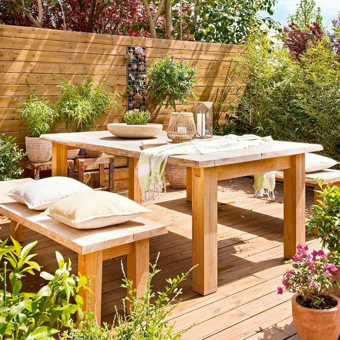 Terraza con comedor exterior con mesa banco suelo y - Mesas de madera para exterior ...