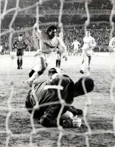 The Mexican Hugo Sánchez Real Madrid Cf 1985 1992 207 Apps 164 Goals Scores From The Penalty Spot During The Clási Real Madrid Fotos Históricas Fotos