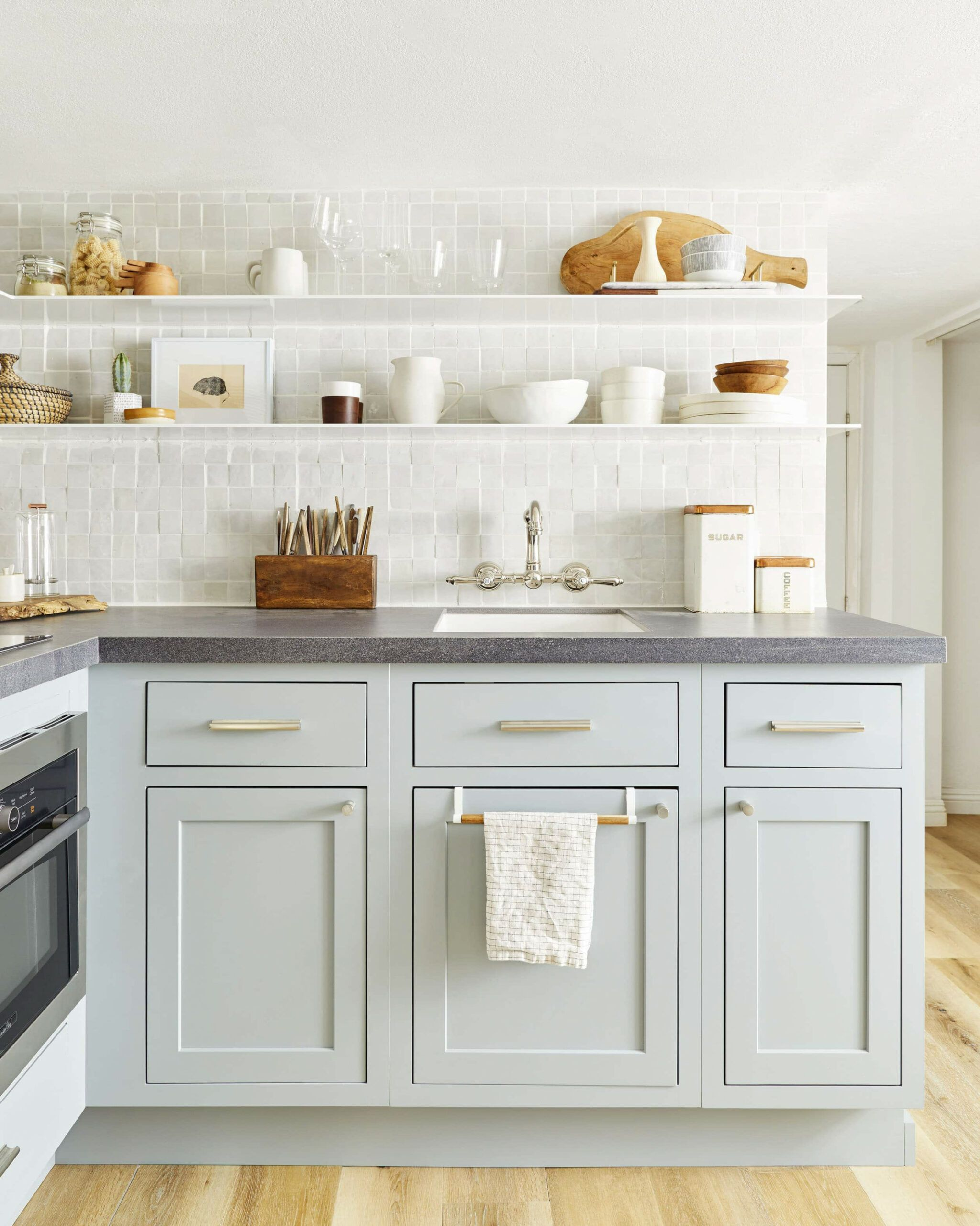 Simple Guidance For You In Traditional Kitchen Cabinet Hinges Dapur Interior Warna Cat