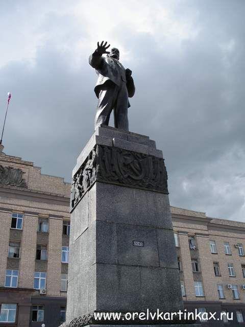 Памятники Орла