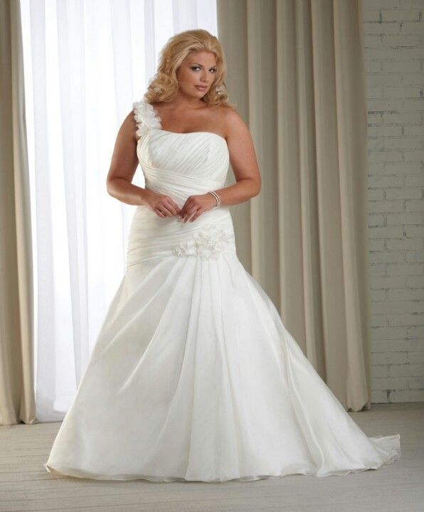 Tips To Choose The Perfect Plus Size Bridal Dress | Wedding dress ...