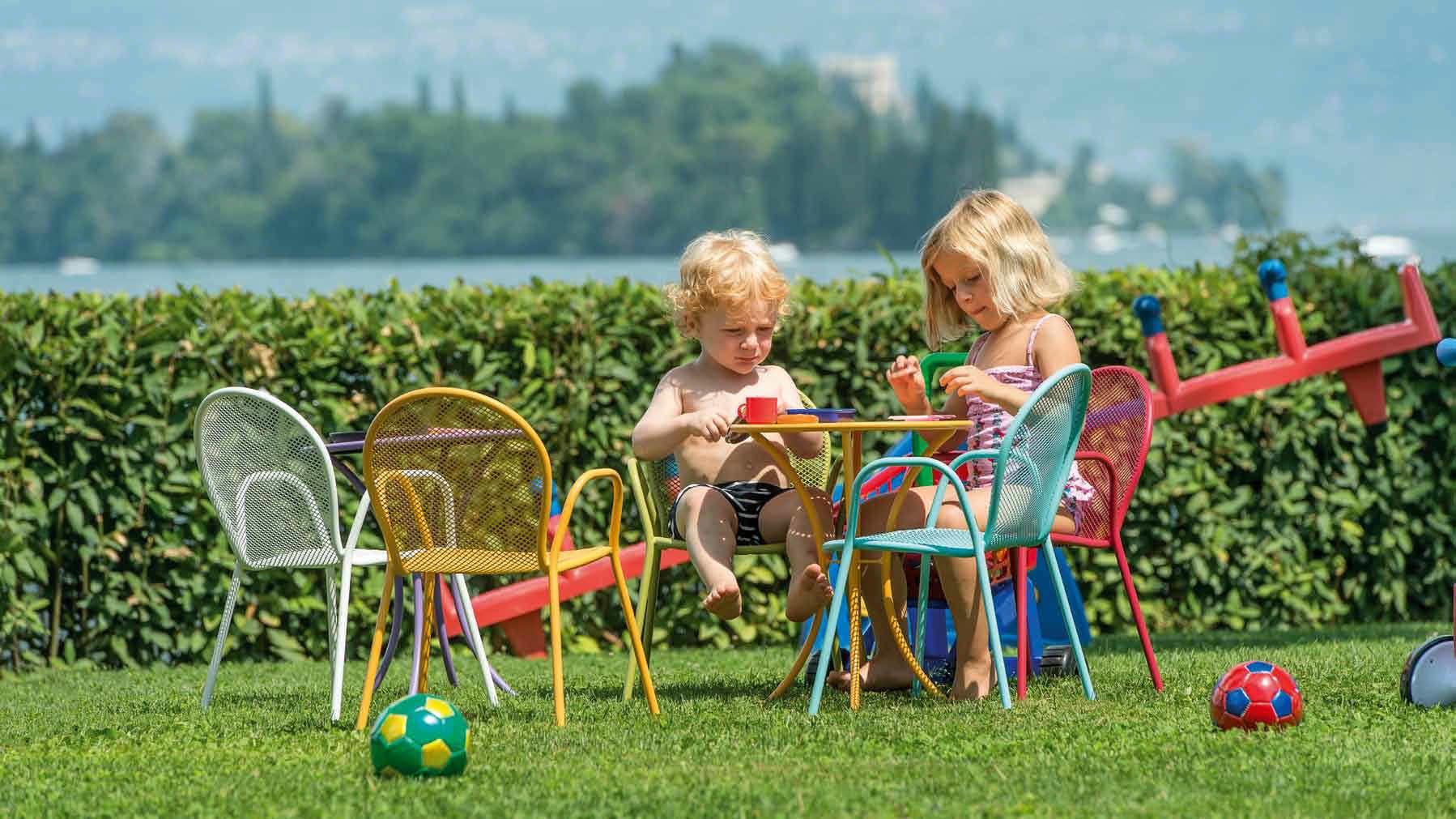 Moderner Gartenstuhl Fur Kinder Baby Ronda By Aldo Ciabatti Emu Moderne Gartenstuhle Gartenstuhle Emu