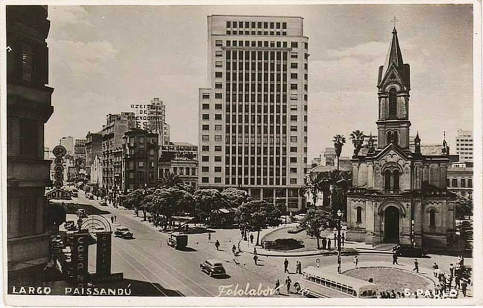 Cartão-postal mostra o Largo do Paiçandu, por volta de 1947.