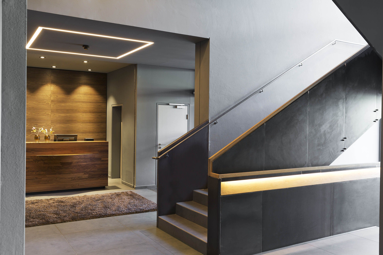 treppenhaus hotel brunner in schladming echtes nussholz treppengel nder handgemacht. Black Bedroom Furniture Sets. Home Design Ideas