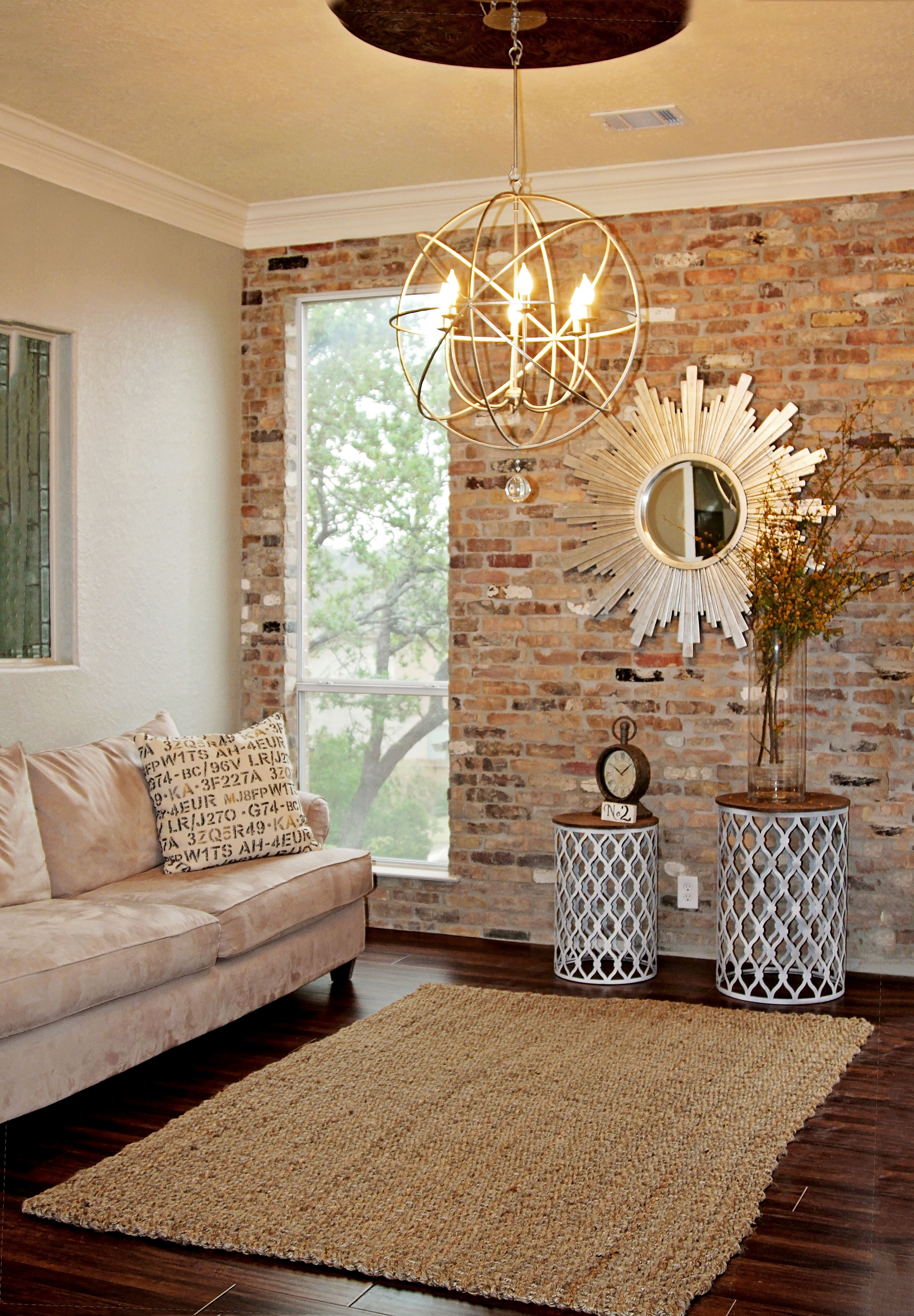 Brick Wall In Living Room Img 0003 1024X683(Pp W954 H636)
