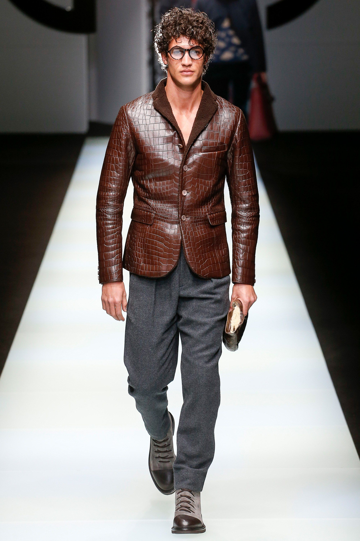 cc51078ce0e The complete Giorgio Armani Fall 2018 Menswear fashion show now on Vogue  Runway.