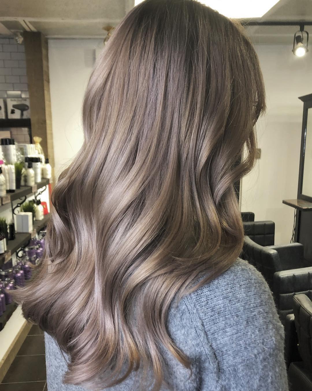 Frisuren Trend 2019 Mushroom Blonde Ist Die Perfekte Farbe Fur Blonde Und Braune Haare Hair Styles Mushroom Hair Low Maintenance Hair