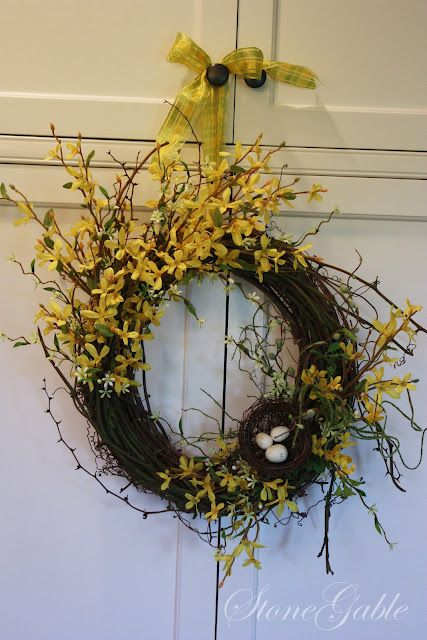 love this wreath, very simple and so pretty!