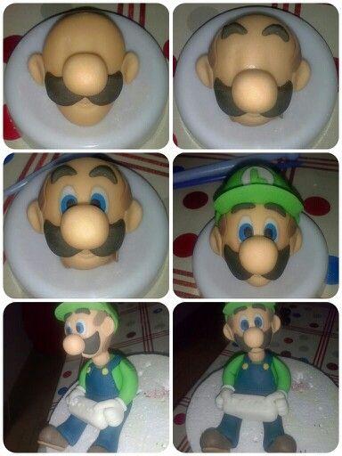 Modelando la cabecita de Luigi...