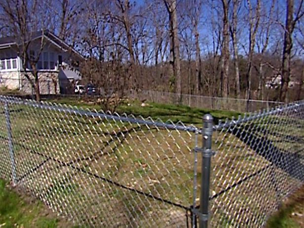 How To Construct A Chain Link Fence Chain Link Fence Dog Yard
