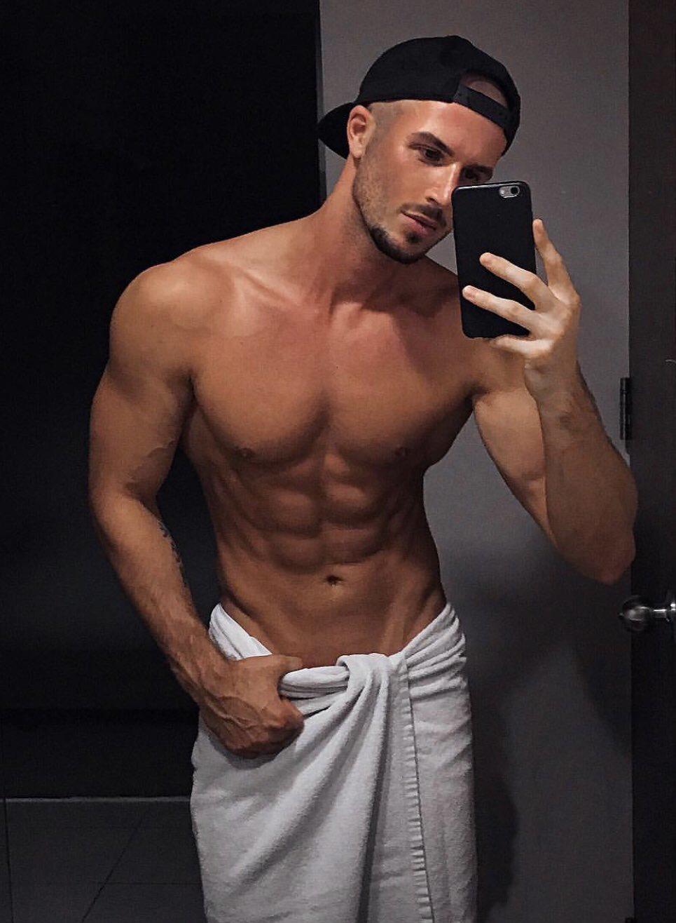 Männer nackte muskulöse Gay Muskulöse