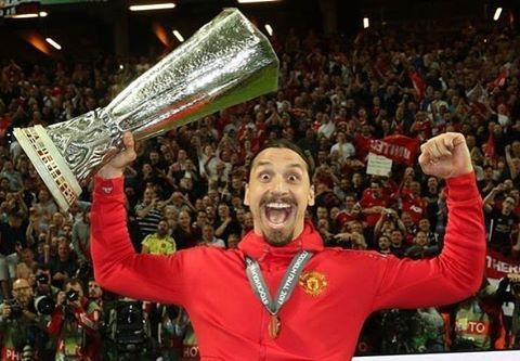 Describe Zlatan In One Emoji Whatsapp Send 433 On To 31 6 11 49 03 42 Official433 Follow U Zlatan Ibrahimovic Manchester United Fans Man United