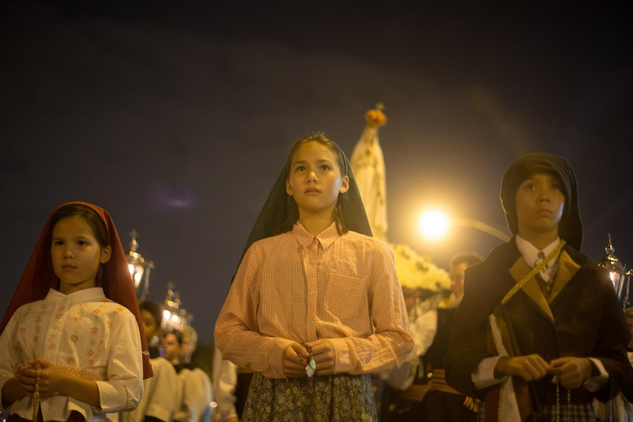 On The 100th Anniversary Of Our Lady Of Fatima S Fifth Apparition Chicagoans Prayed And Sang In A Candlelight Procession Lady Of Fatima Holy Trinity Catholic