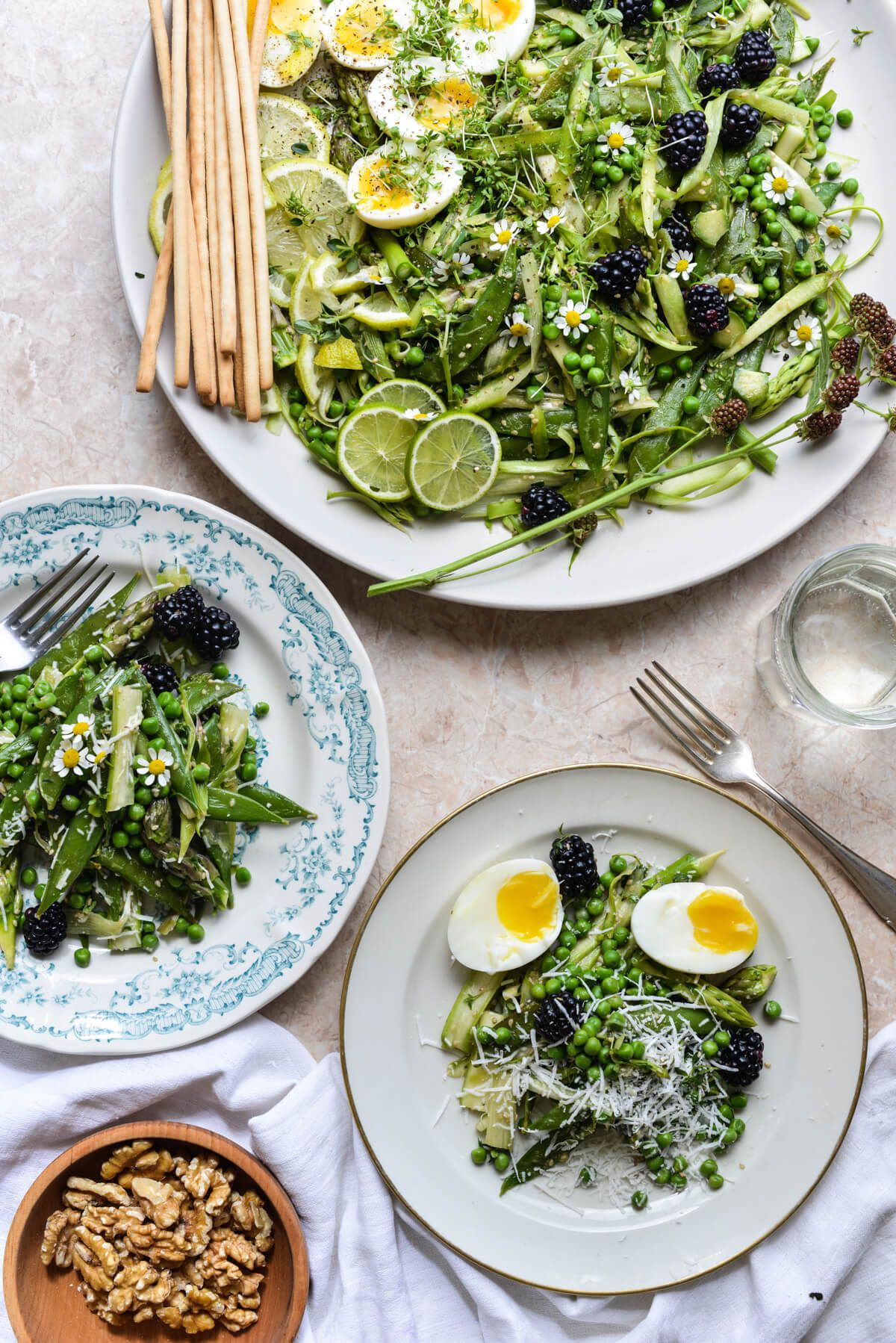 Salat mit rohem Spargel und Beeren // marmeladekisses
