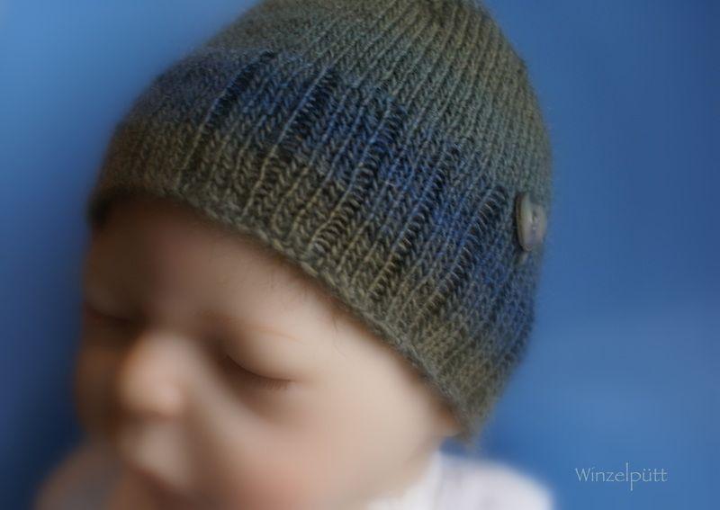 Winzel-Winzig-Babymütze    Federleichtes winziges Babymützchen für die ersten Lebenswochen/Monate.    Gefertigt aus einem Farbverlaufs-Garn in weic...