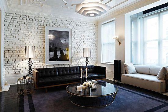 Backsteinwand wohnzimmer ~ Unbehandelte weiße ziegelwand schwaze möbel haus backsteinwand