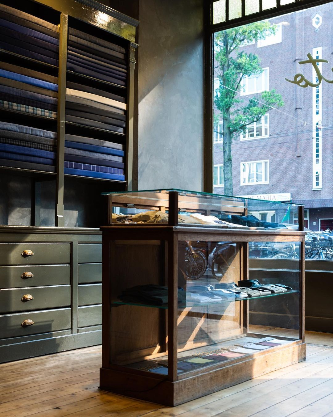 The Front Store Of Amsterdam Based Personal Tailor Sarto Designed By Bureau Baba We Used A Vintage Counter In 2020 Bespoke Tailoring Custom Made Suits The Originals