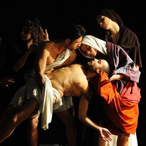 http://steroge.tumblr.com/post/39937480888/tableau-vivant-caravaggio-resurrection-of-lazarus