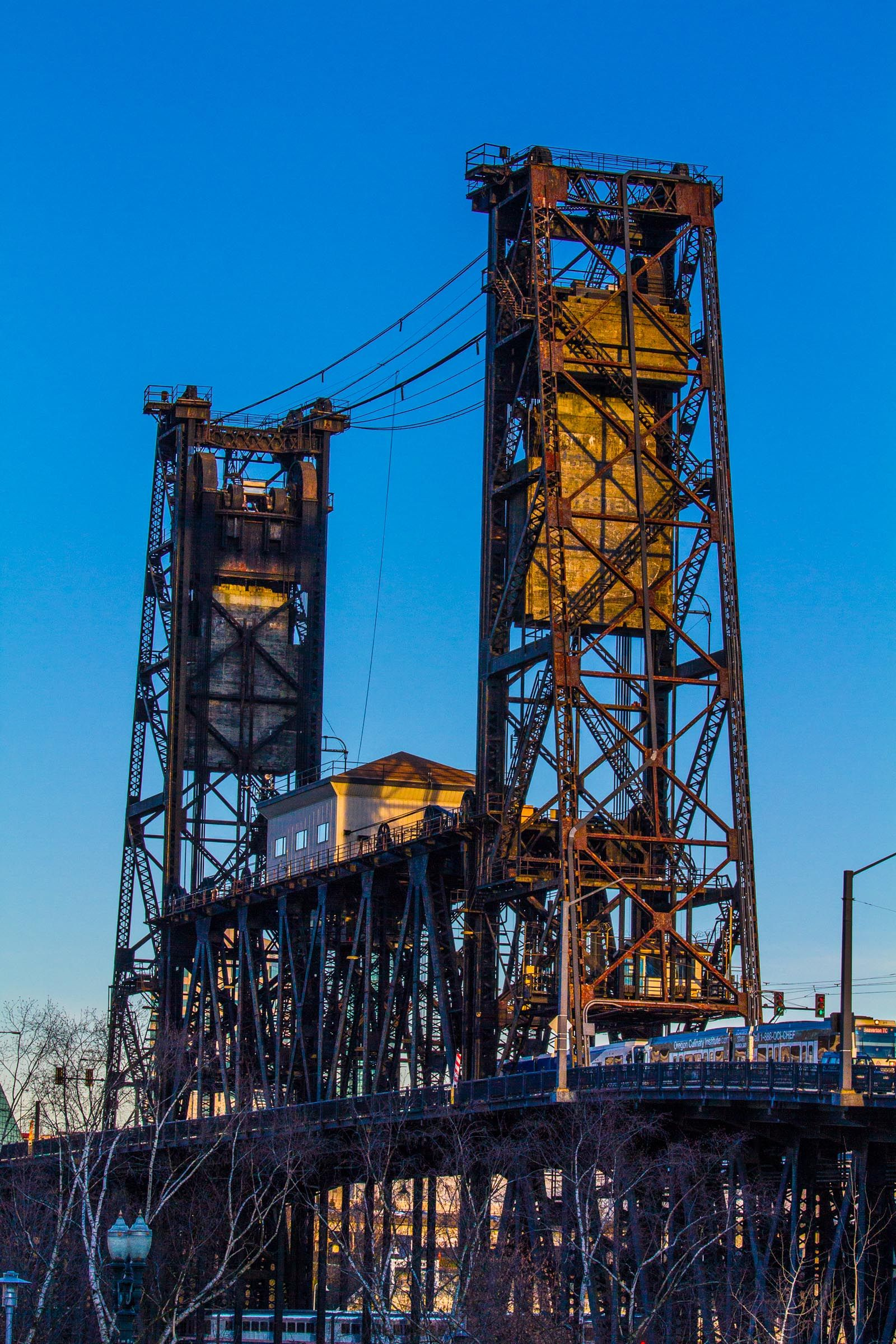The old guard, Steel Bridge, Portland Oregon(이미지 포함)