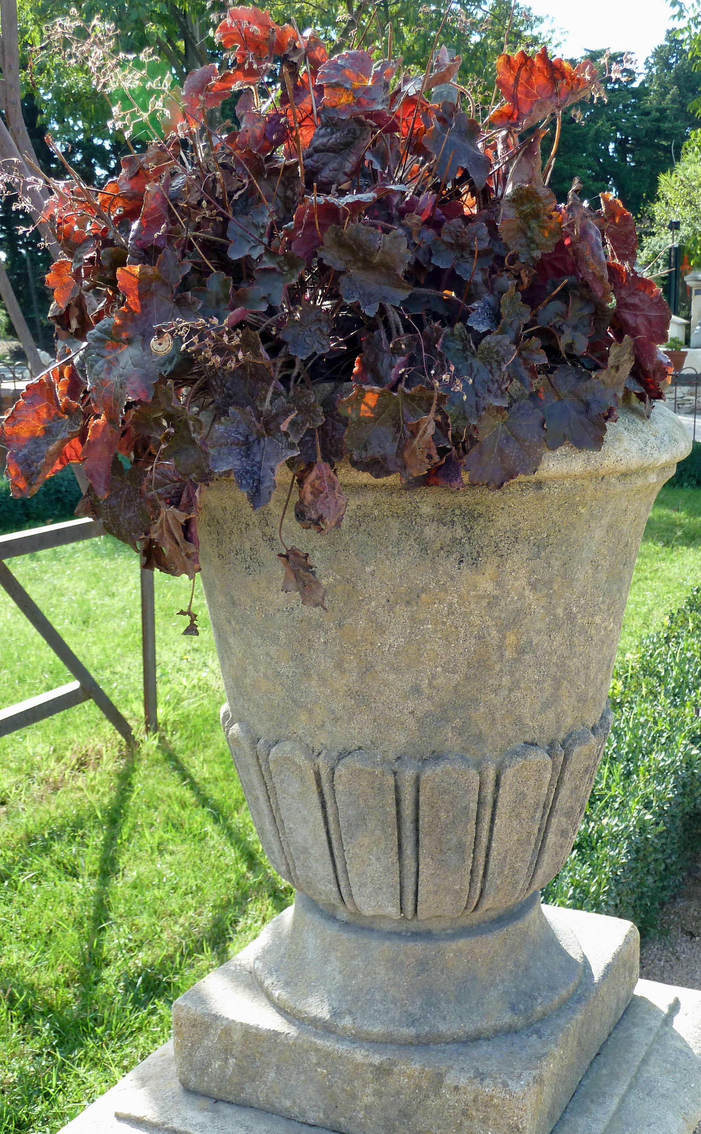 Pot Jardin Grande Taille de fabrication artisanale et française, ce vase en pierre