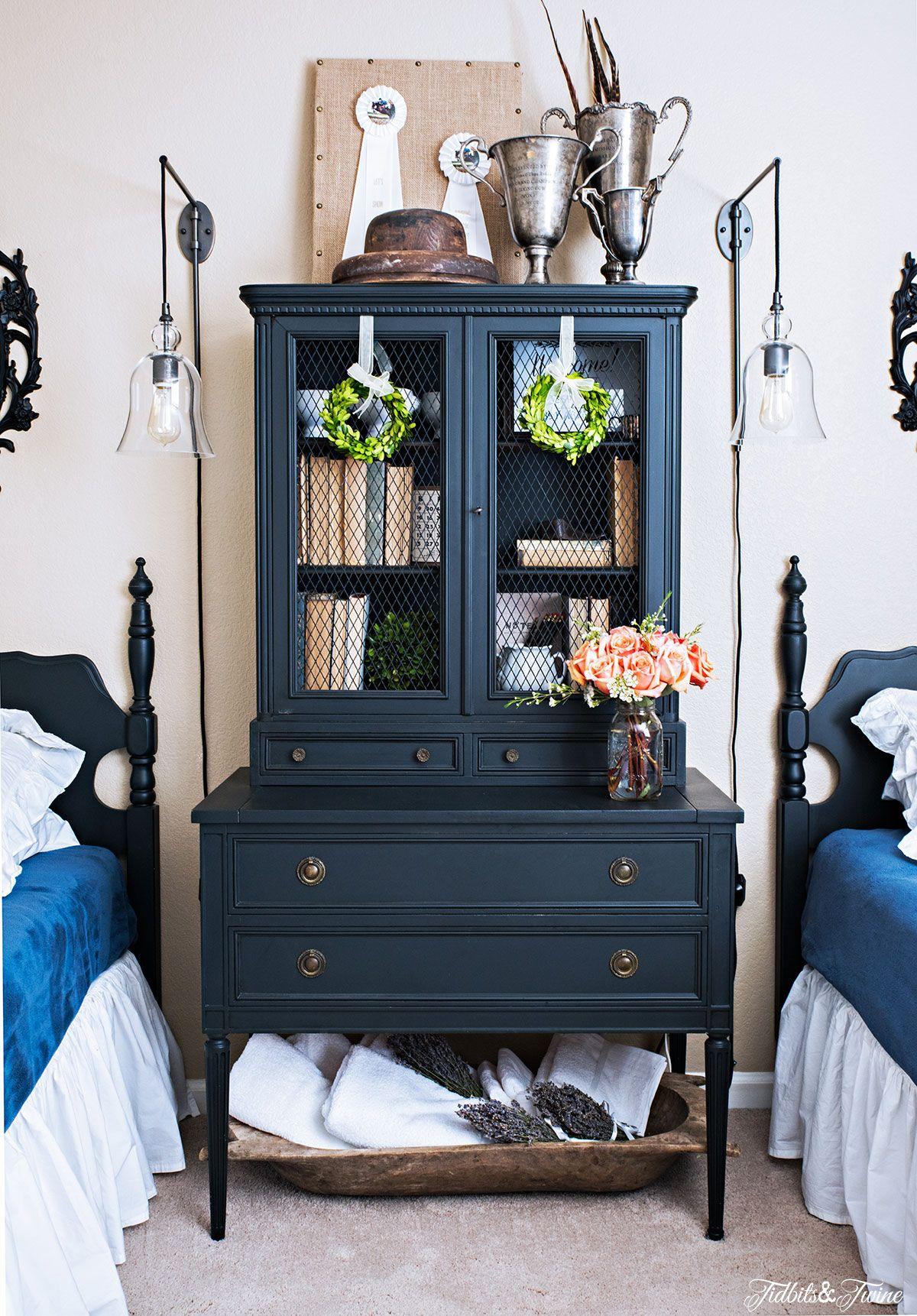 House tour Black furniture living room, Mismatched