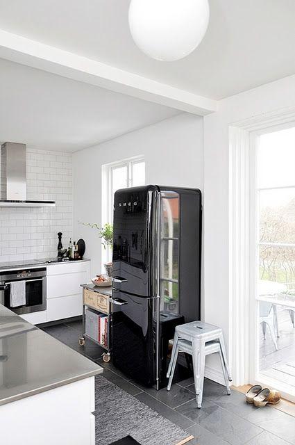 black and white pour une belle su doise maison. Black Bedroom Furniture Sets. Home Design Ideas