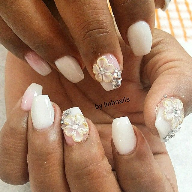 Short White Coffin Nails with 3D flowers | Nailz ネイルデザイン ...