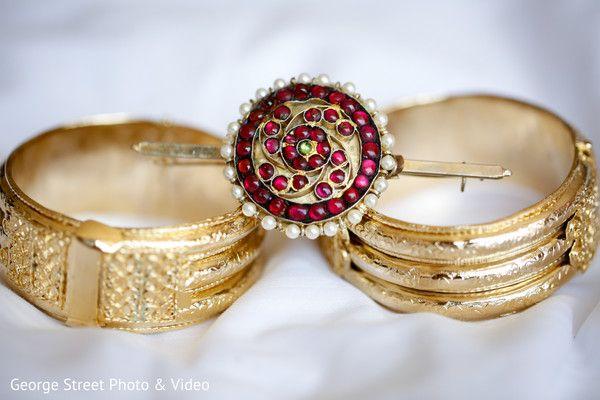 Dazzling Sri Lankan bridal accessories. http://www.maharaniweddings.com/gallery/photo/114422