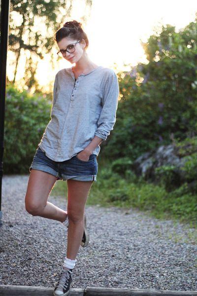 Heather-gray-shirt-blue-loose-fit-denim-h-m-shorts-light-pink ...