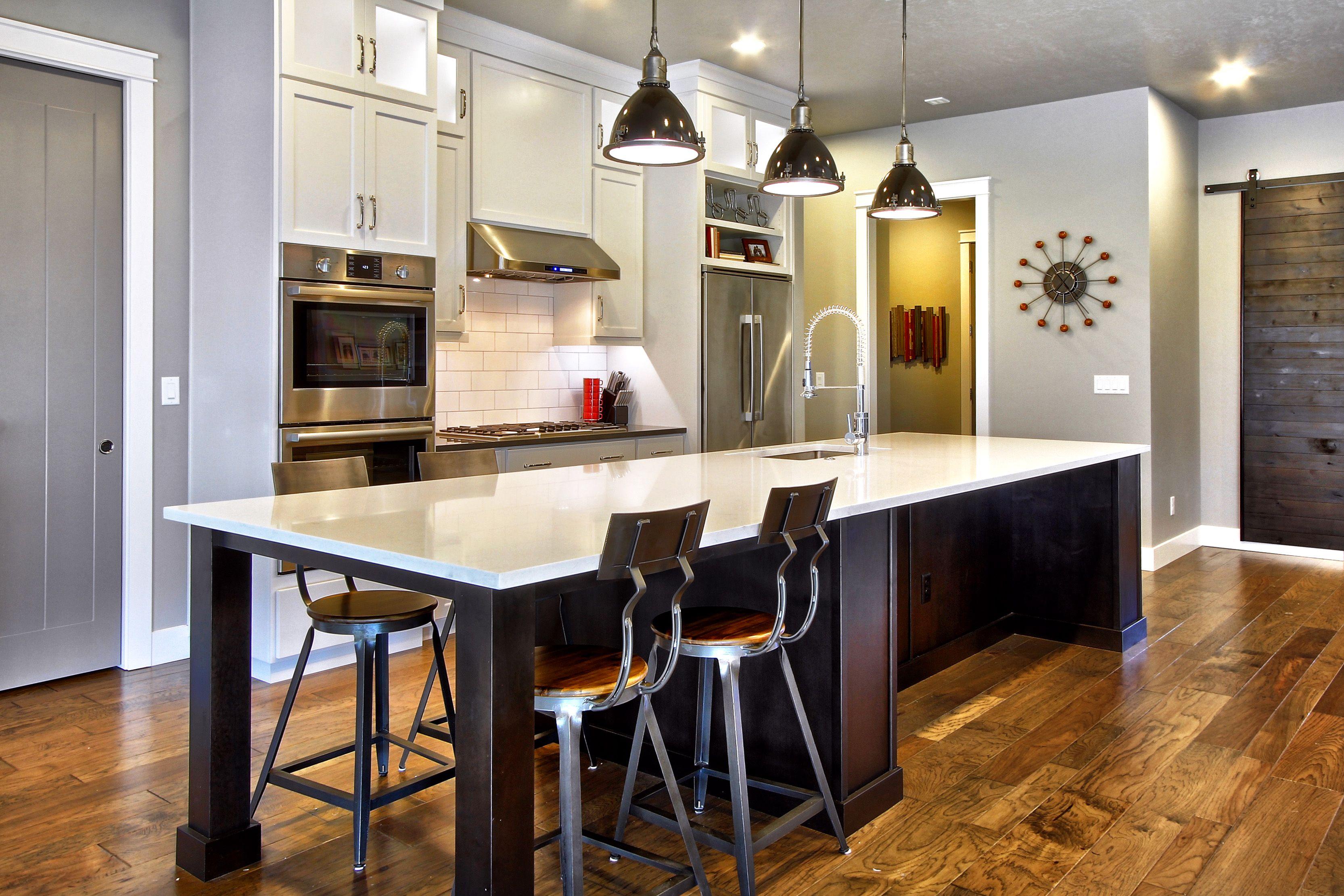 Long Quartz Island #Quartz #island #bar #kitchen #contemporary