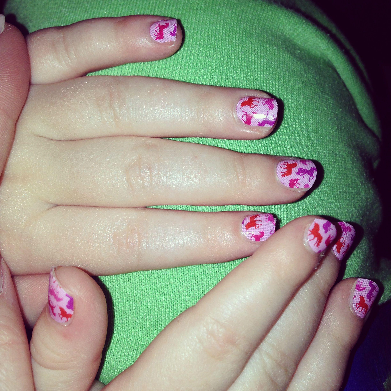 Hermosa Uñas Tendencias Pulir Dedo Anular Color Diferente ...