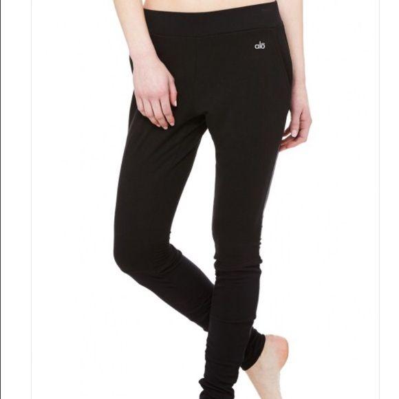 57c94e309b7d2 Black Alo Yoga yen sweat pants Alo Yoga super comfy black