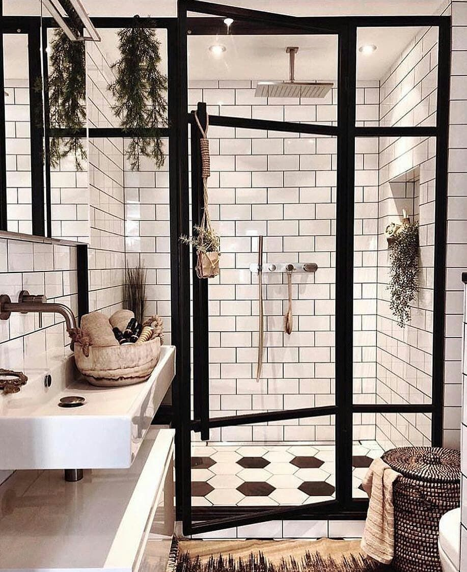 What a great inspiration for your tiny house bathroom❤ TAG SOMEONE you wanna shower here with