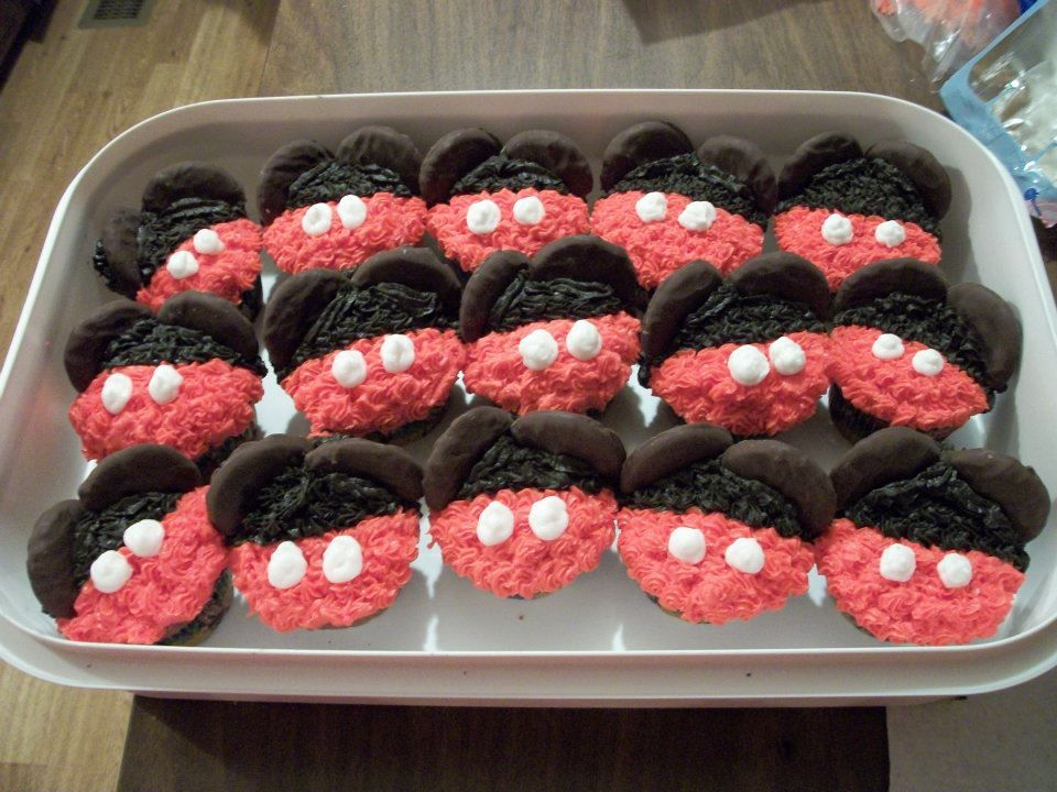 Mirckey Mouse cupcakes to go with a MIckey Mouse cake that I did for a birthday party in February 2012. The cupcakes were chocolate with homemade buttercream icing and chocolate dipped cookies for the ears.