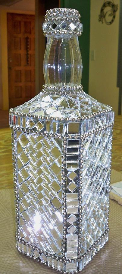 Decoración de un florero jarron de cristal con mosaico de vidrio cristal Teselas…
