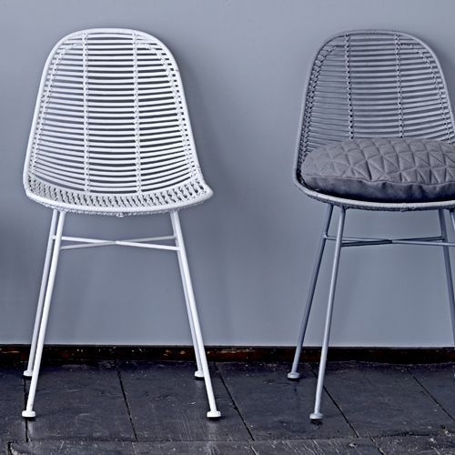 Chaise en rotin naturel pied en m tal bloomingville gris for Chaise rotin tresse gris