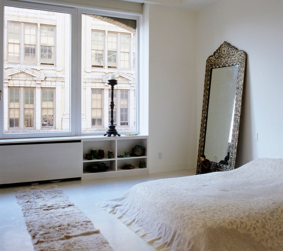 ein spiegel im schlafzimmer ist toll erspare dir aber die wandmontage coole leute stellen ihn. Black Bedroom Furniture Sets. Home Design Ideas
