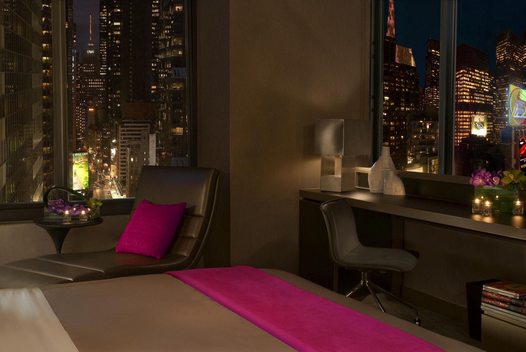 W New York Times Square Cool Corner Room With City View Times Square New York Times Square Hotels New York Pictures