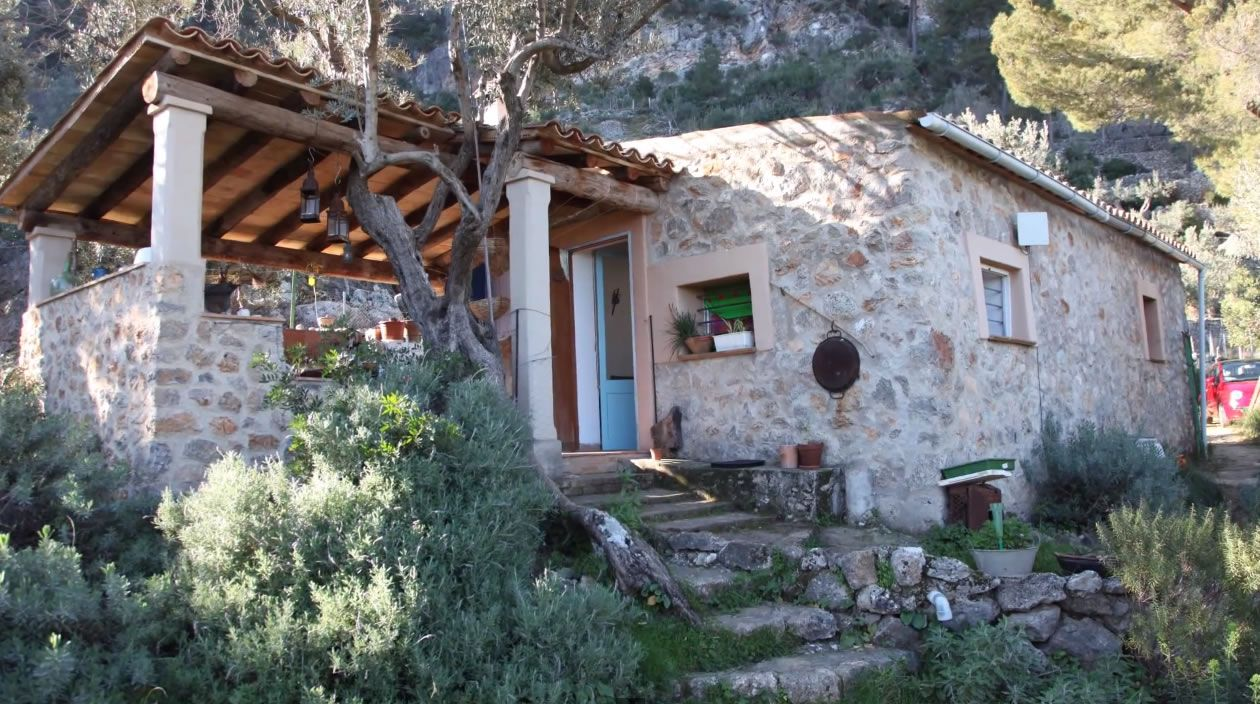 Building off grid homes - Nick S Off Grid Mallorca House