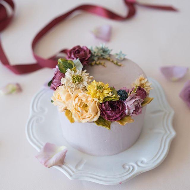 2월의 플라워케이크 No.6 lewis flowercake . . . . . #루이스케이크 #플라워케이크 #버터크림플라워케이크 #꽃케이크 #꽃케익 #홈베이킹 #베이킹 #케이크 #디저트 #컵케이크 #플라워컵케이크 #이단케이크 #이단플라워케이크 #분당플라워케이크 #판교 #cupcakes #flowercupcakes #buttercream #buttercreamflowers #wilton #cake #flowers #flowercake #dessert #weddingcake #baking #specialcake