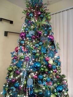 Pix For > Blue And Purple Christmas Tree Decorating Ideas ...