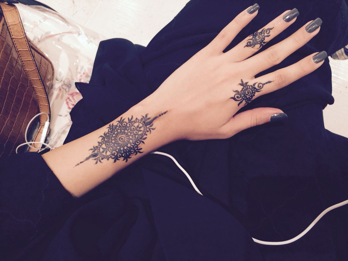 Simple black henna design... | henna/tattoo | Henna designs, Henna ...