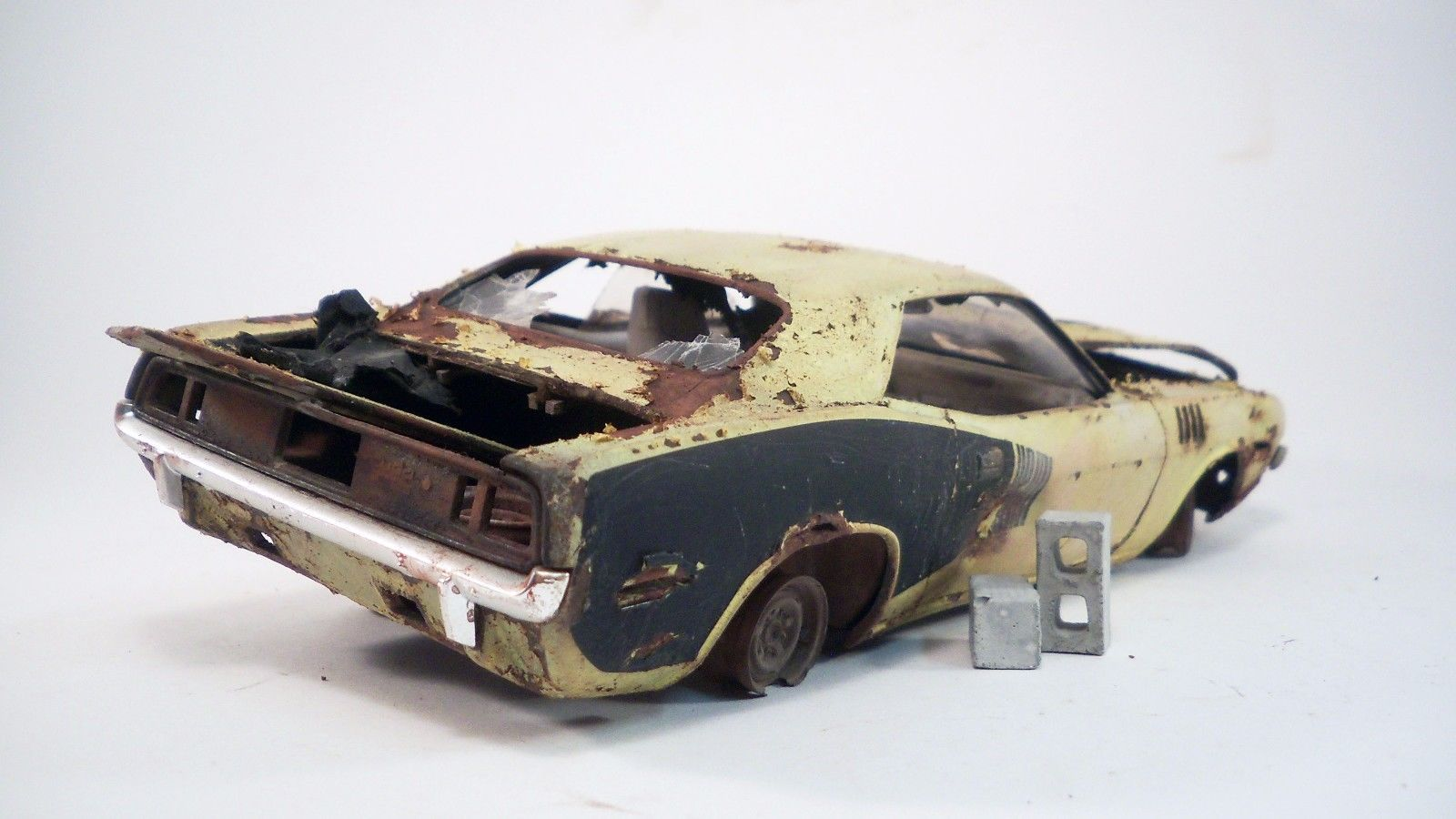 1971 Plymouth Barracuda Pro Built Weathered Barn Find Hemi Custom 1 24 Revell