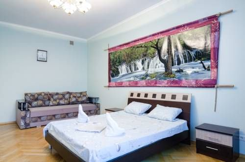 Apartment On Petra Doroshenka 57 Lviv Situated 500 metres from The Ivan Franko National University of Lviv in Lviv, this apartment features a balcony. The apartment is 500 metres from The Palace of Counts Pototskikh. Free WiFi is offered .